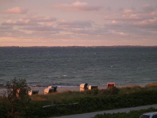 Im Hintergrund ist die Insel Fehnmarn