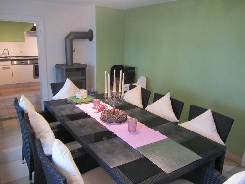 Esszimmer mit angeschlossener Küche
