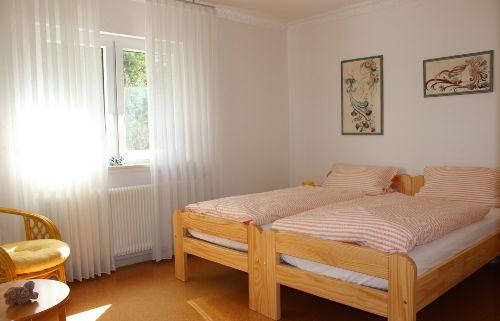 helles, freundliches Schlafzimmer