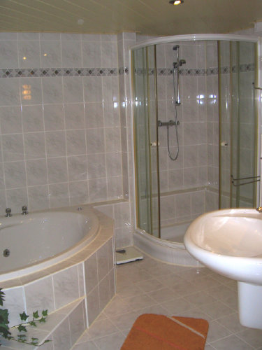 Bad mit Whirlpool und Dusche