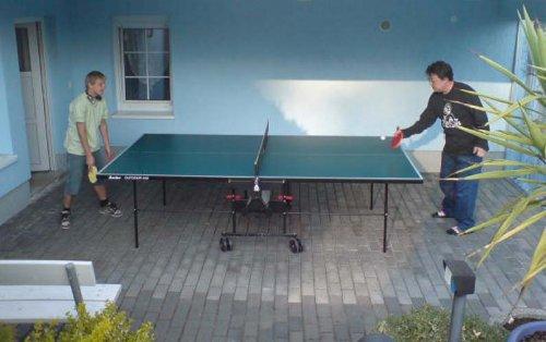 �berdachter Tischtennisplatz