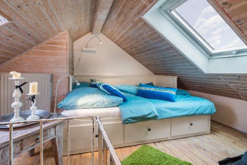 Doppelbett im Maisonette