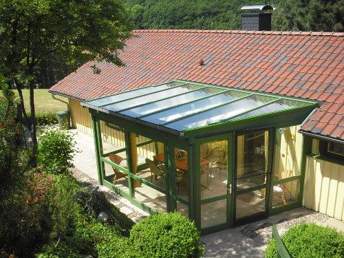 Blick auf Haus und Wintergarten