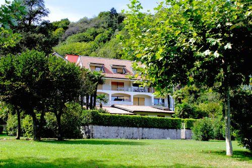 Wohnung mit zwei Balkonen (oben links)