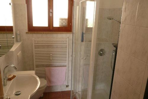 Badezimmer mit ger�umiger Dusche