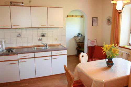 Küche und Esszimmer mit Garderobe im hi