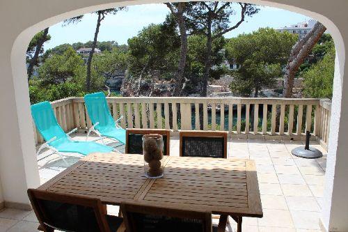 Terrasse mit Aussicht auf das Meer