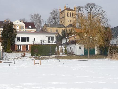 Die Ferienwohnung (li. unten) im Winter