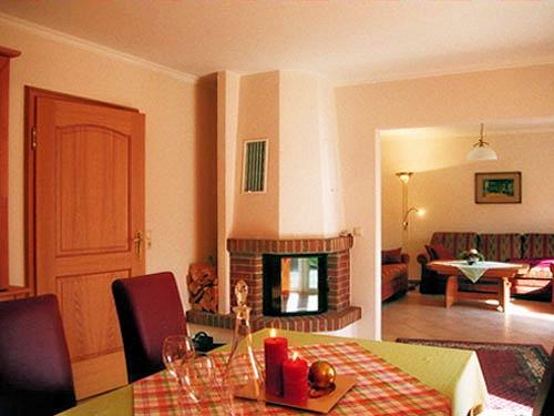 Essecke mit Kamin - Wohnzimmer