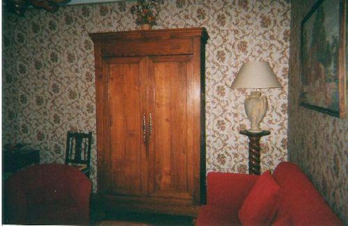 Wohnzimmer mit Schrank