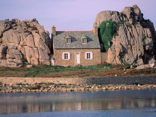Das berühmte Haus in den Felsen