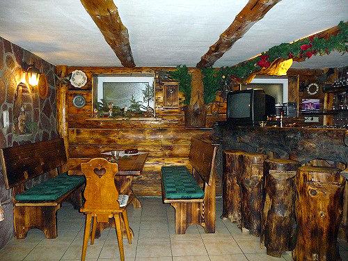 Partykeller mit kleiner Bar