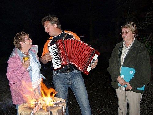 musikalische Unterhaltung vom Inhaber