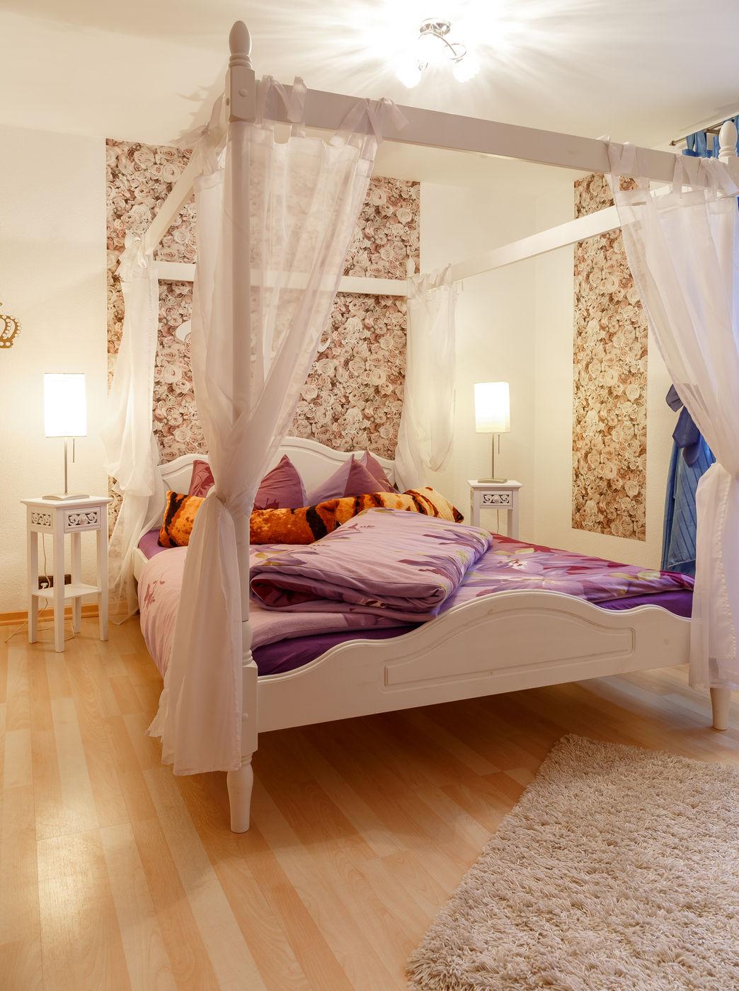 3. Schlafzimmer Weiß mit Himmelbett