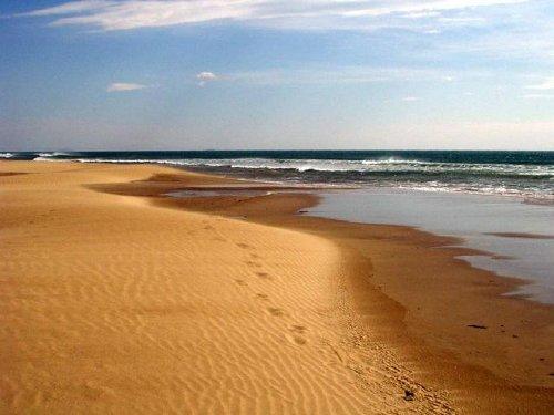 3 km flach abfallender Sandstrand