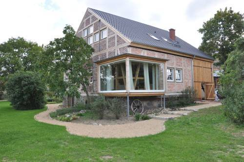 Außenansicht Haus mit Panoramafenster