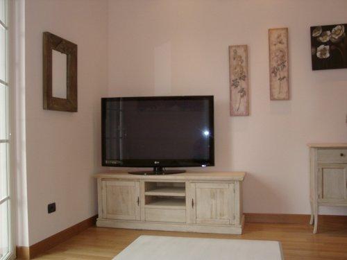 """Der 55"""" LCD Sat-TV im Wohnraum."""