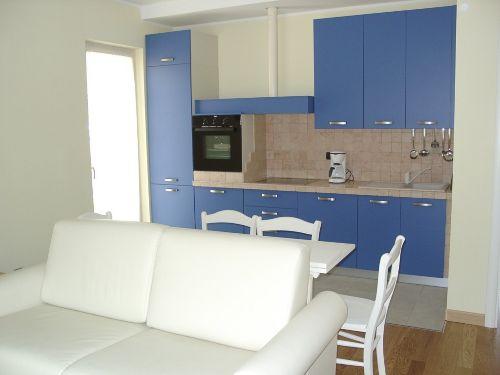 Die Küche im Wohnraum.