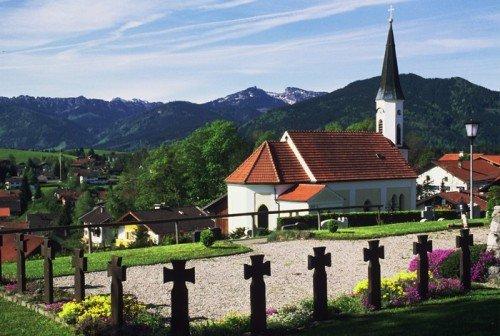 Saulgruber Kirche mit Friedhof