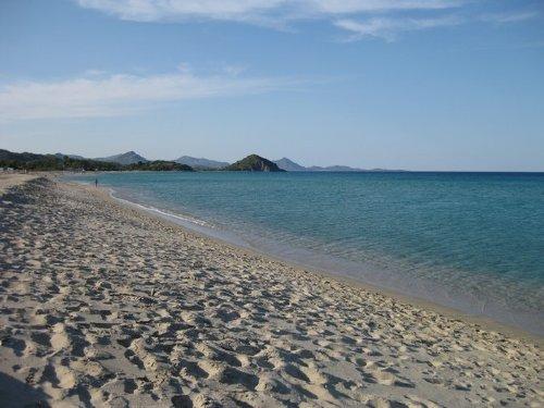 der feinsandigen Strand Cala Sinzias