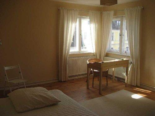 Schlafzimmer II, Doppelbett u. Schreibt.