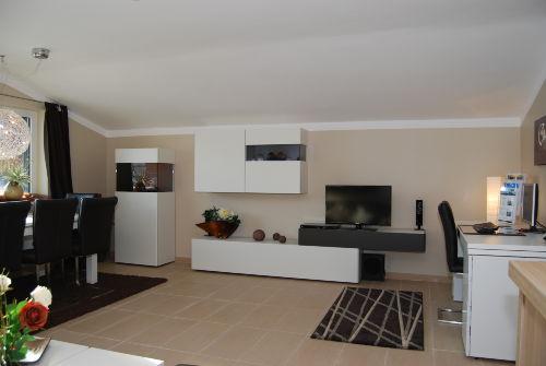 Wohnzimmer mit Esstisch und Panorama
