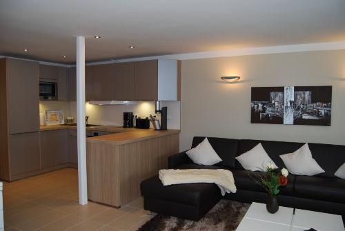 Gro�es Wohnzimmer mit Kamin, TV & PC