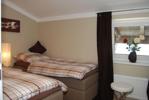Schlafzimmer (2) mit 2 Einzelbetten