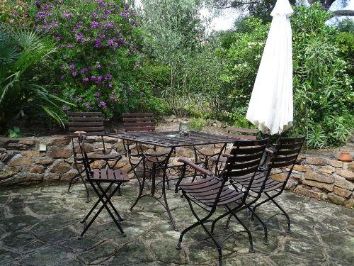 Essecke im Garten
