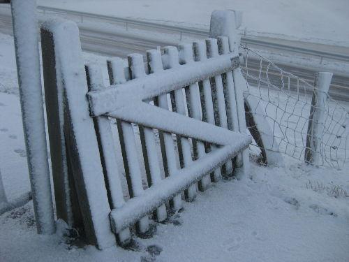 Schagtor auf dem Deich im Winter