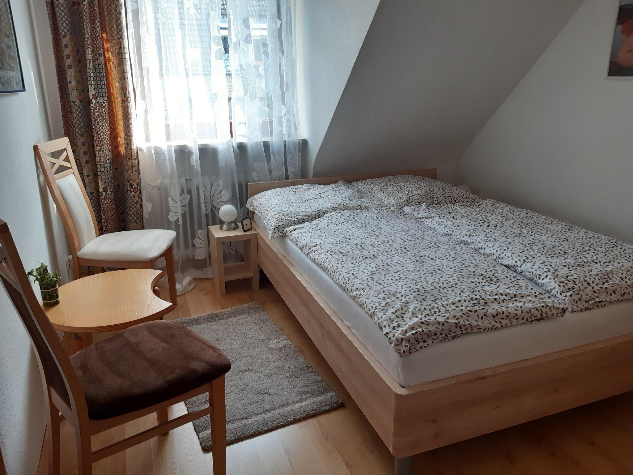 Schlafzimmer 1 Bett 140 x 200