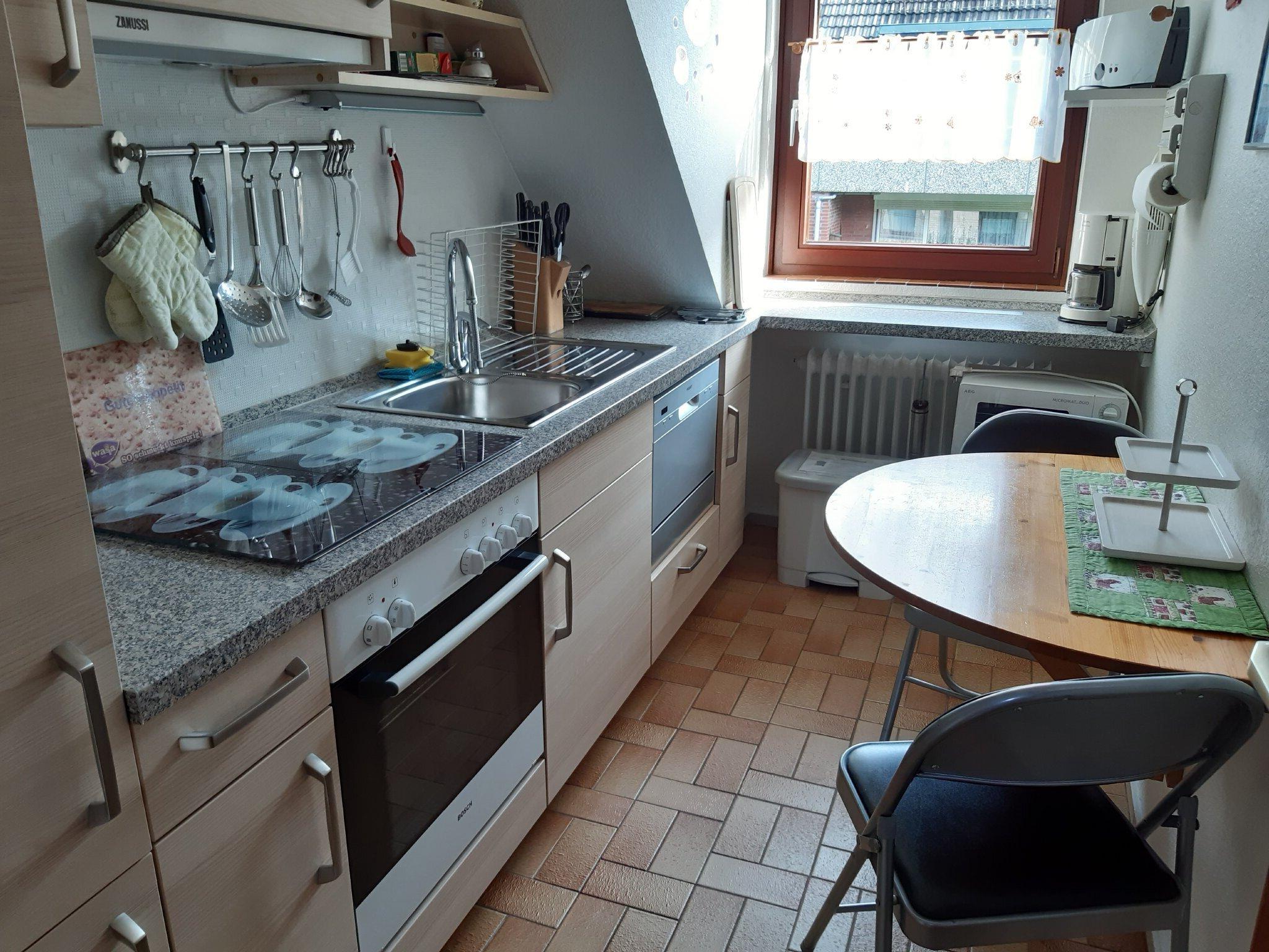 Küche mit Tisch für 2 Personen