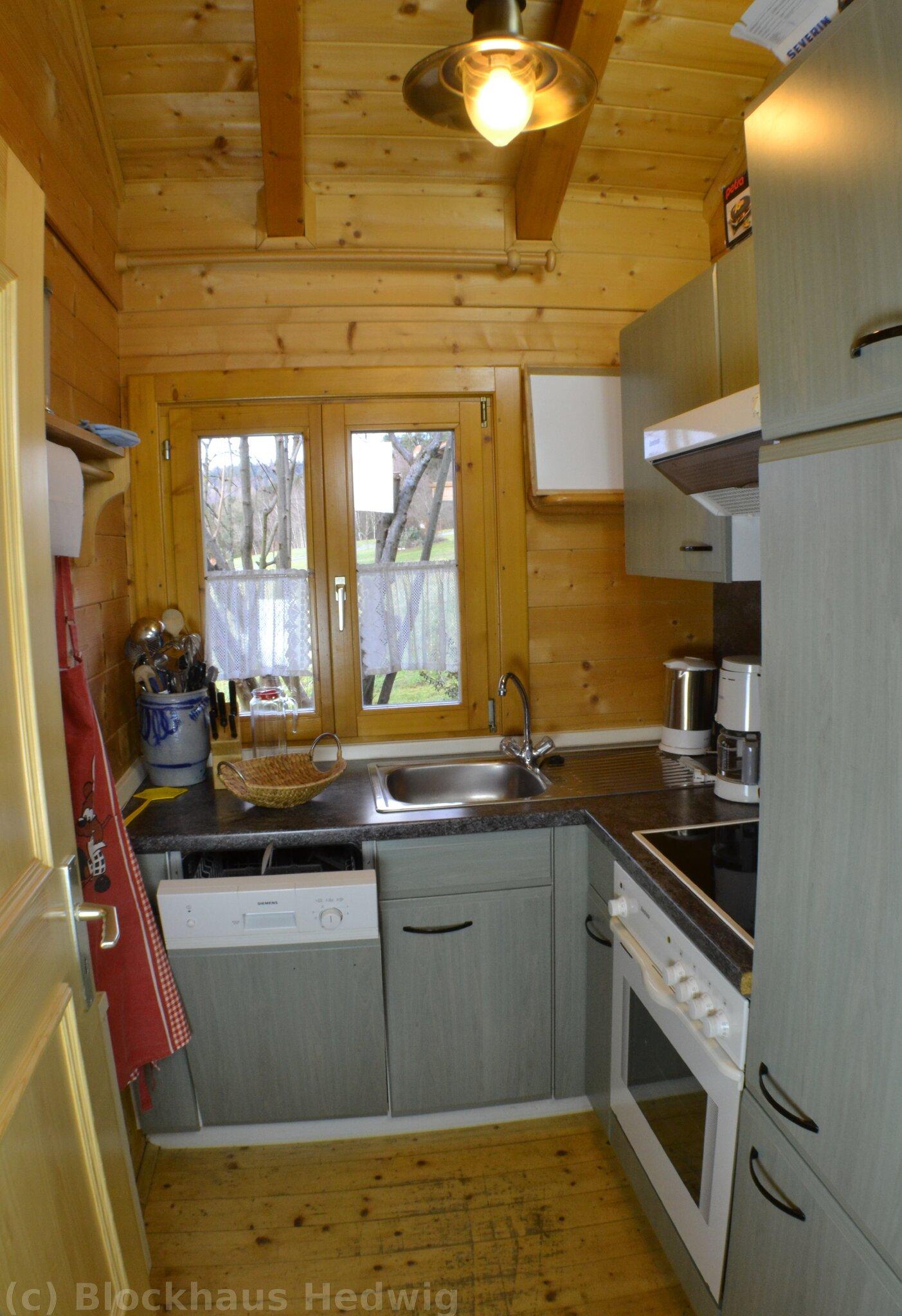 Separate Küche mit Geschirrspüler