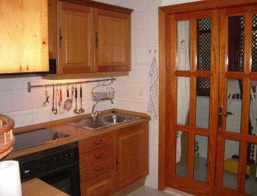 Küche mit anschließendem Waschbalkon