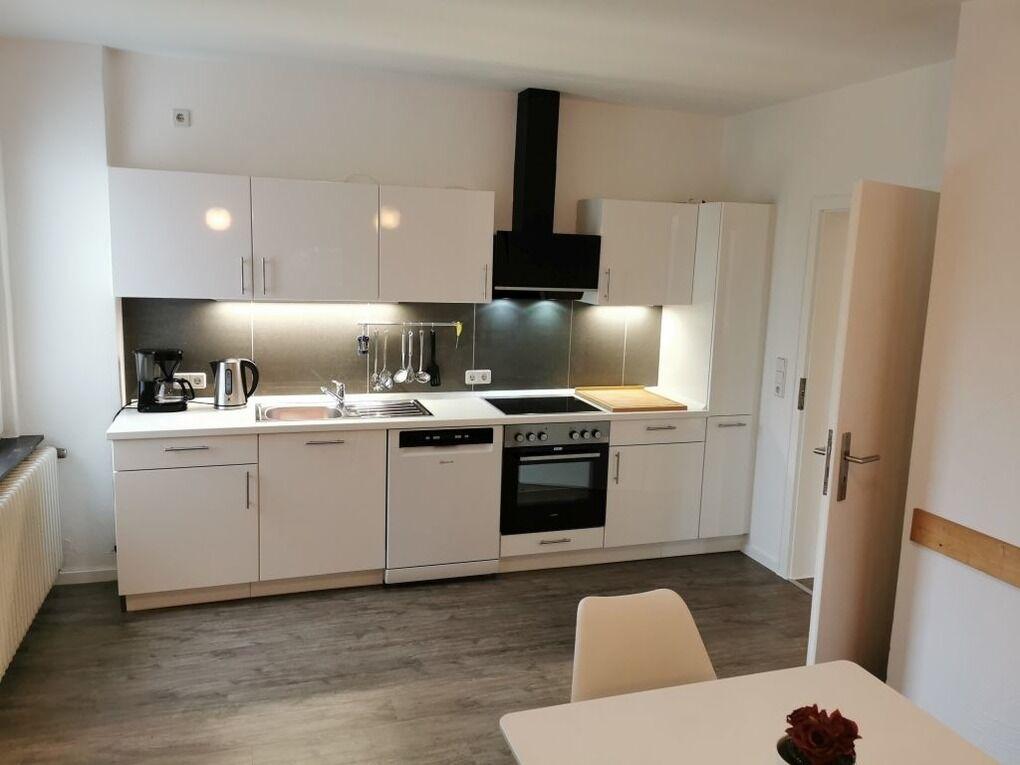 eine der beiden Küchen