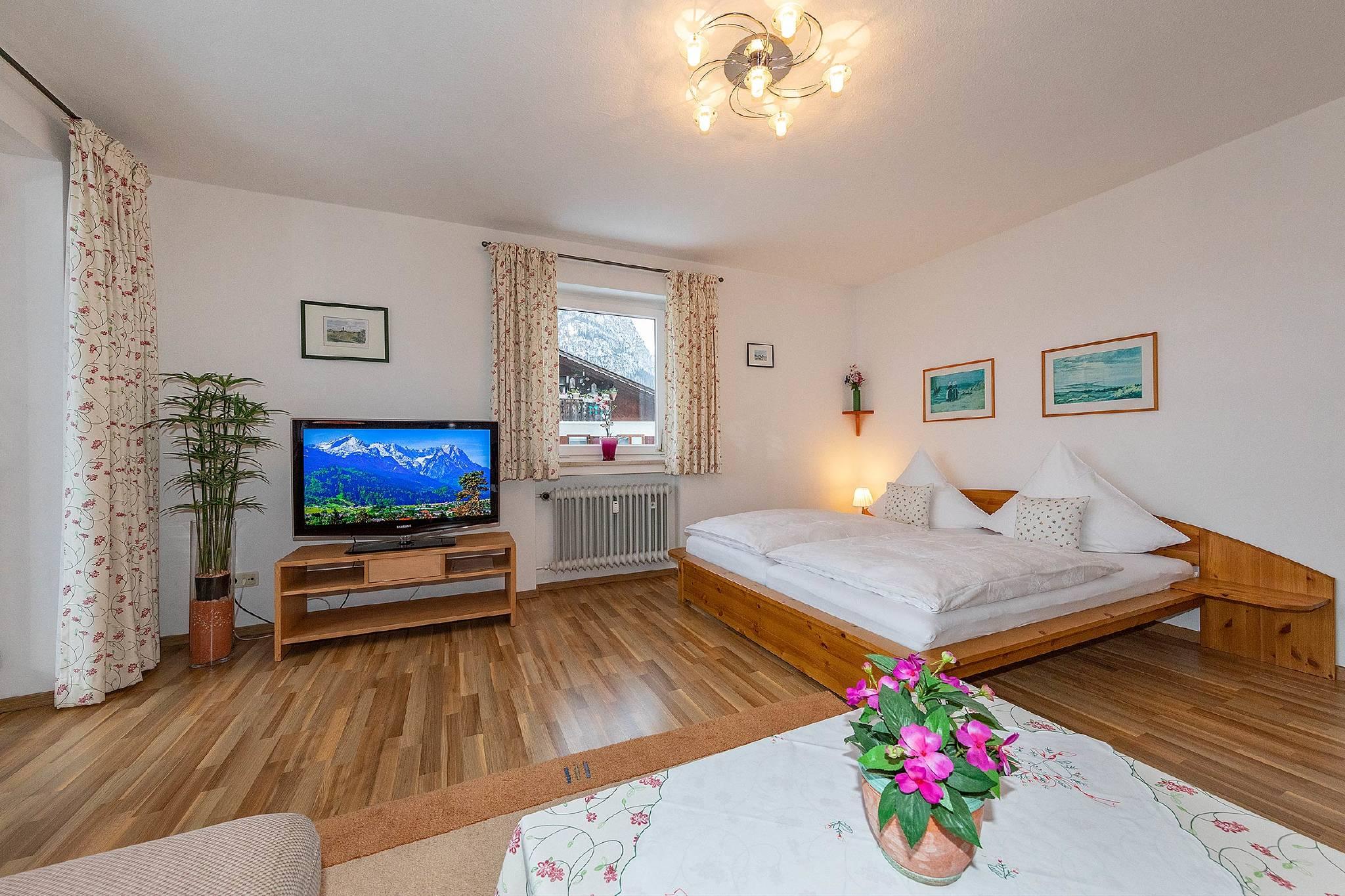 Wohnschlafzimmer mit 2 Klappbetten