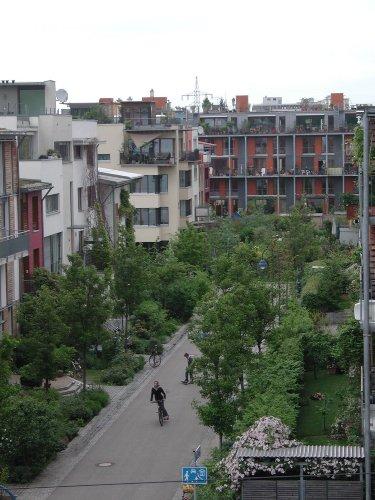 BG Bellevue (im Hintergrund)