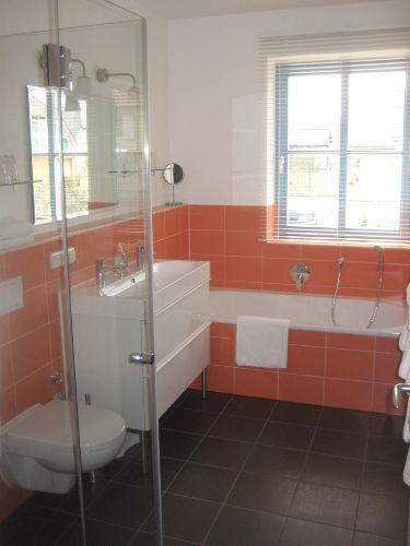 3 Bäder im Haus im Dusche + 1 Badewanne