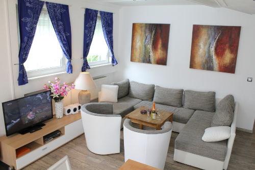 Moderne, helle Einrichtung, HD TV, Wifi