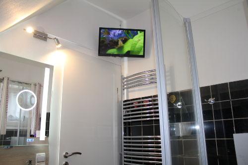 1 Bad mit TV, DVD und Hifi Anlage