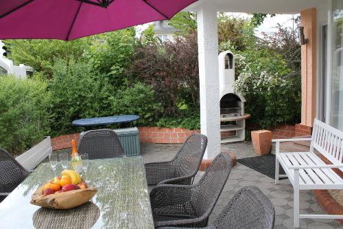 Terrasse am Haus mit Grill
