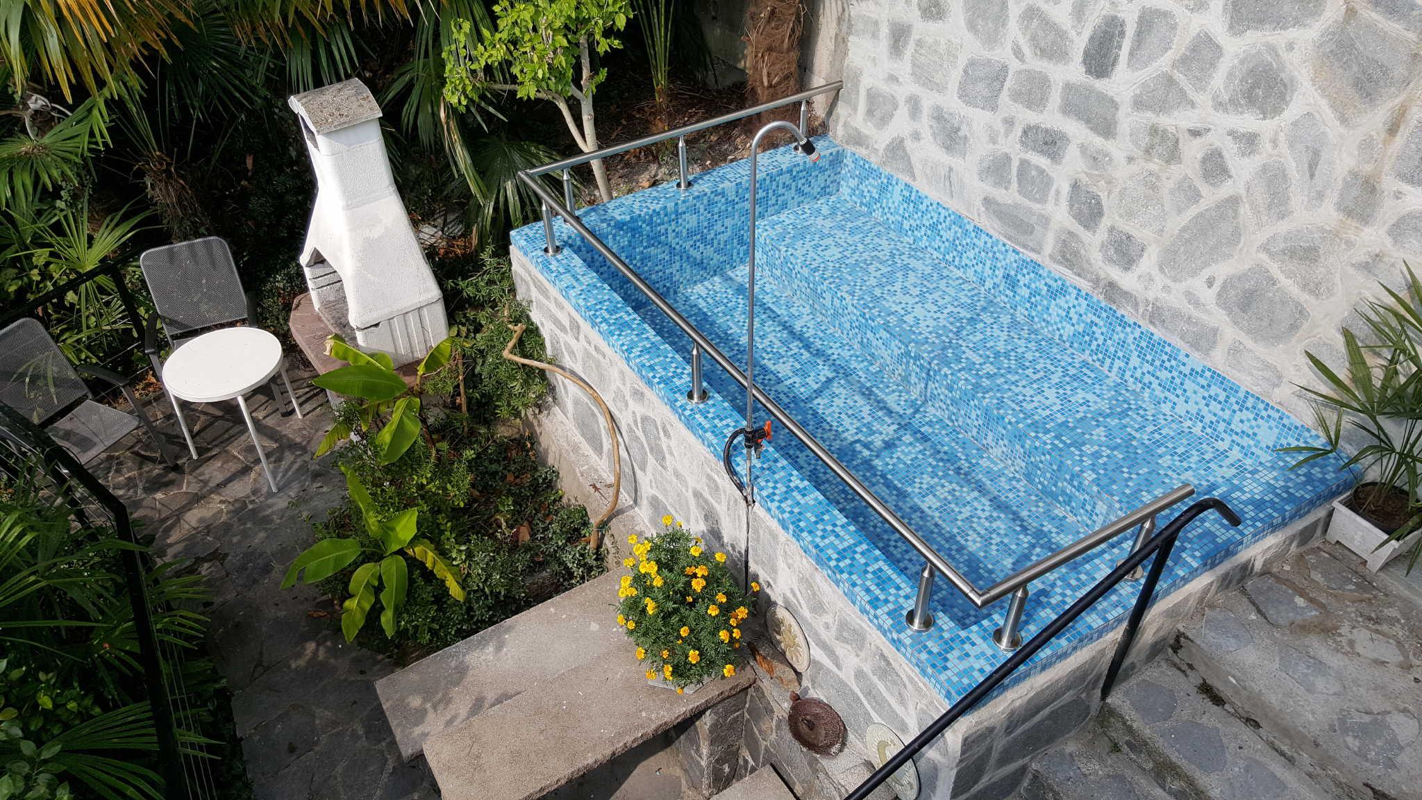 Badebecken (vom Mieter zu reinigen)