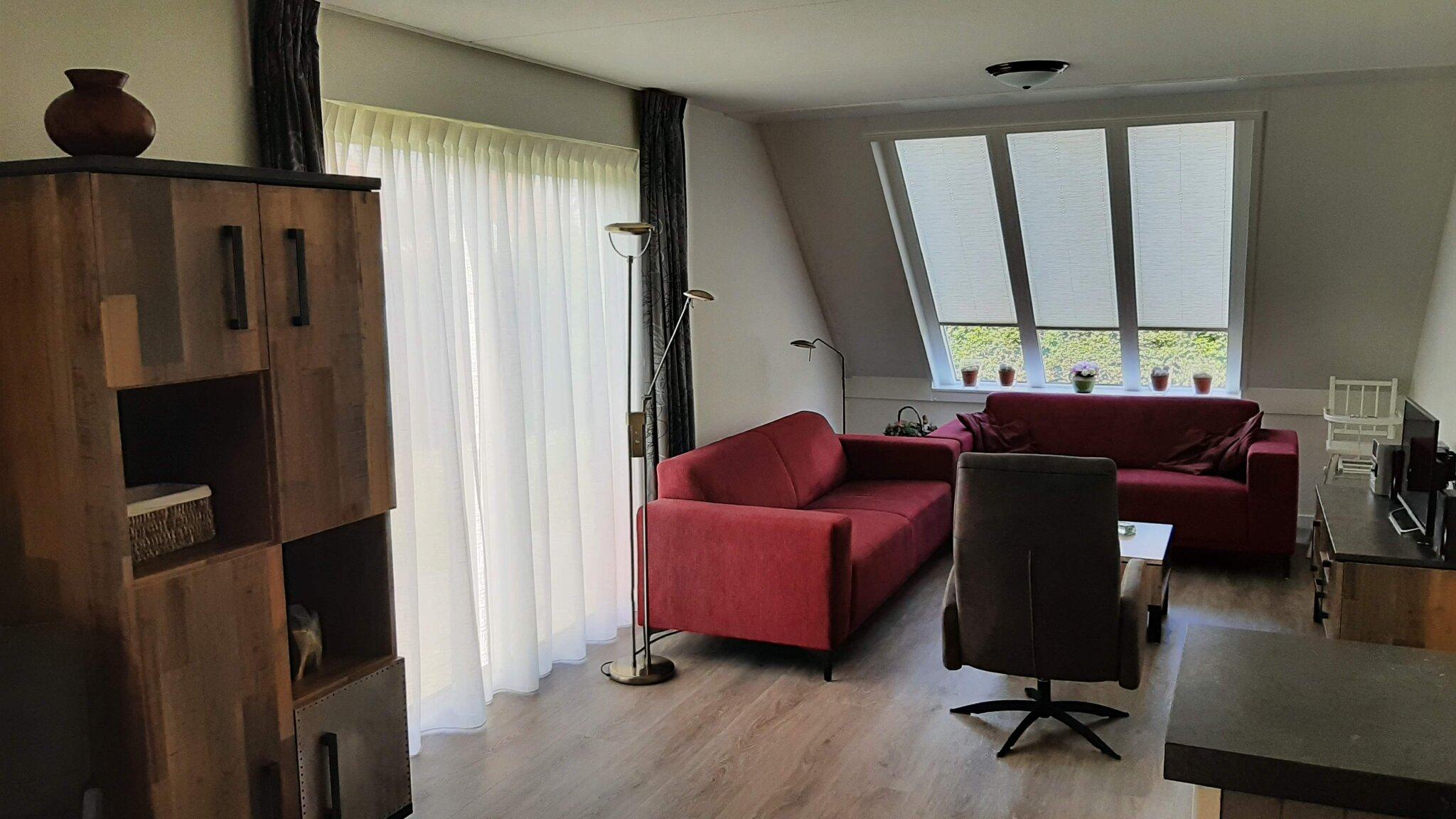 Wohnzimmer mit flatscreen tv,dvd spieler