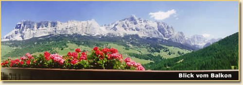 Balkonblick mit Kreuzkofel und Lavarella