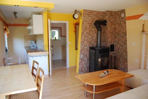 Küche mit Kamin und Bad