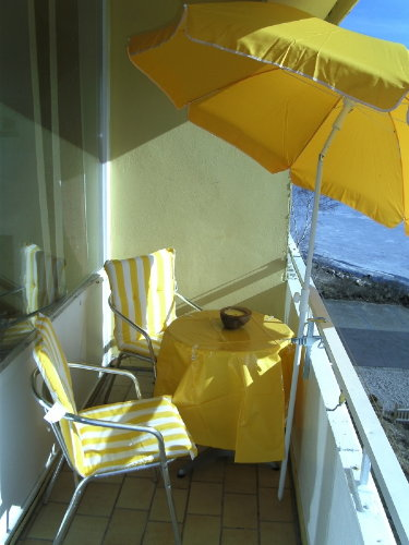 Fr�hst�ck in der Sonne auf dem Balkon?