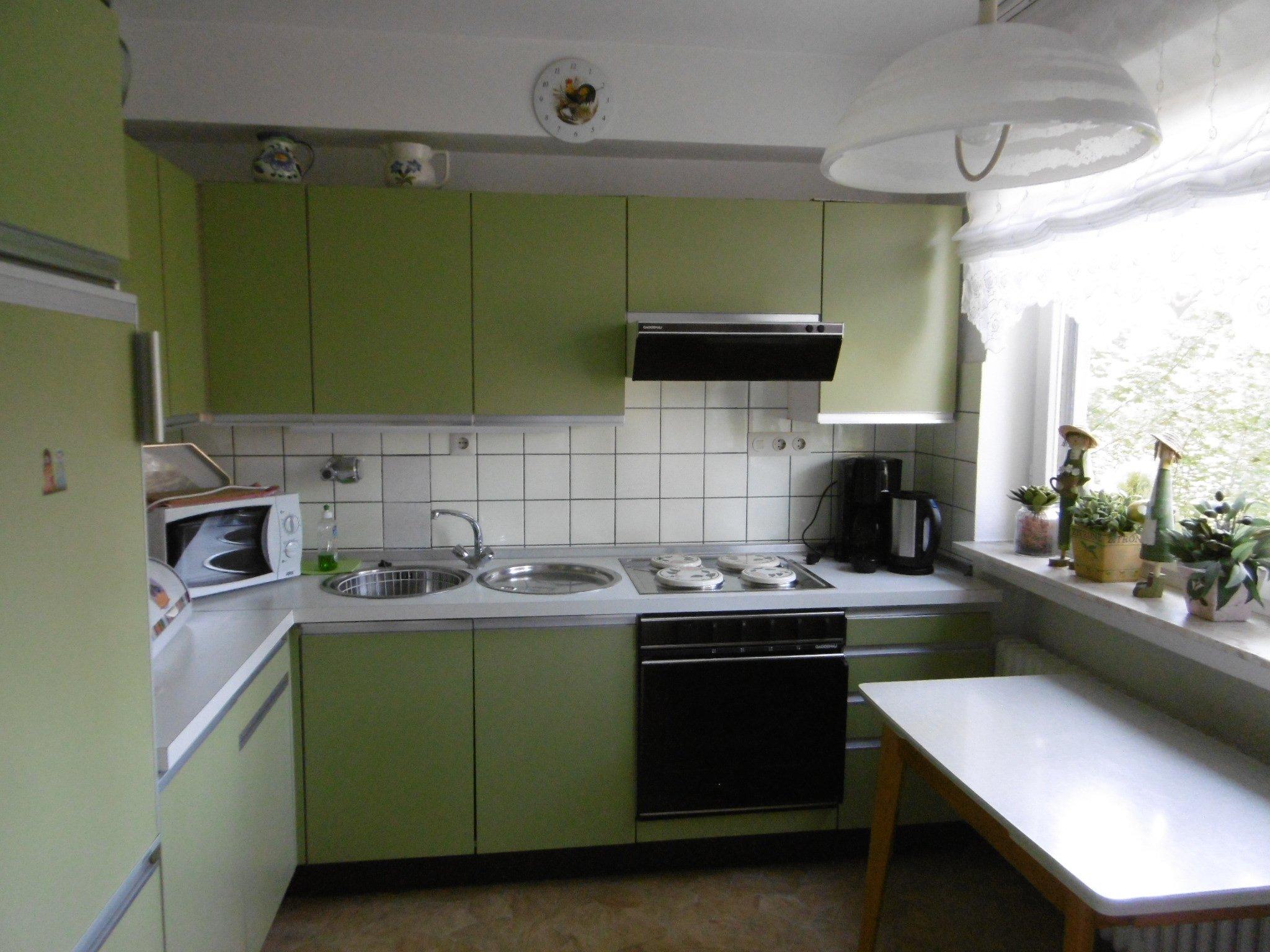Einbauküche mit Sitzgelegenheit