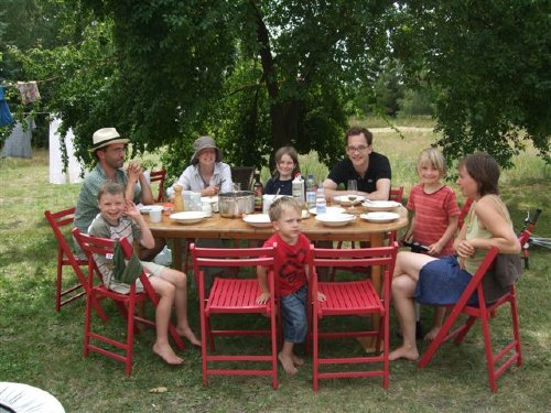 Großfamilie im Sommer