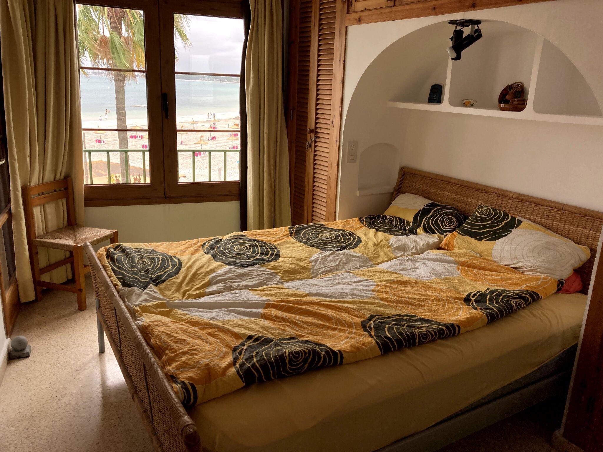 Schlafzimmer m. Balkonzugang & Meerblick