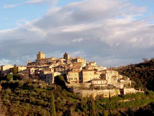 Der mittelalterliche Ort Petroio